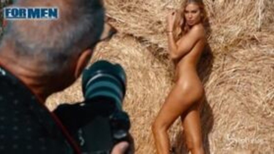 Taylor Mega, Il Video Backstage Del Calendario For Men | B within Calendario Backstage Graphics