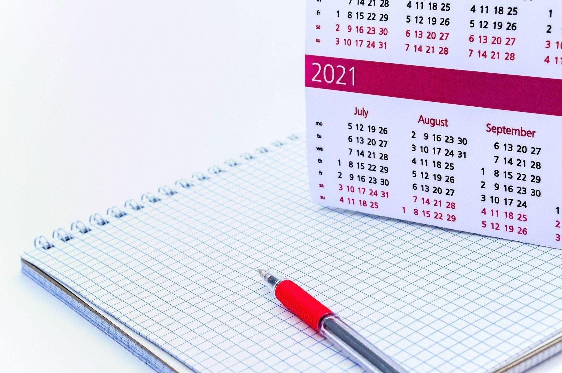 Calendarul Sărbătorilor Legale 2021: De Câte Zile Libere Se Bucură Angajaţii Din România throughout Calendar Zile Lucratoare 2021 Image